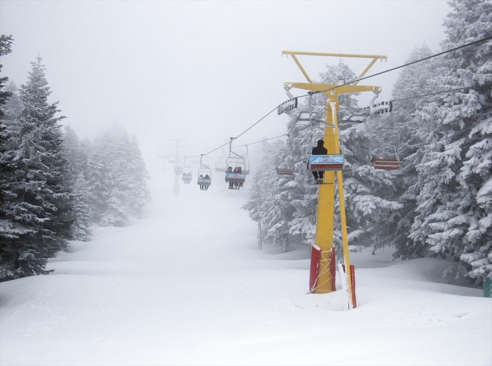 Uludağ'ın ziyaretçilerine baharda kar sürprizi 4