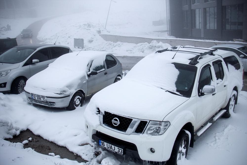 Uludağ'ın ziyaretçilerine baharda kar sürprizi 5