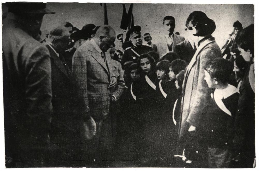 Genelkurmay arşivindeki Atatürk'ün çocuk sevgisi fotoğrafları 13