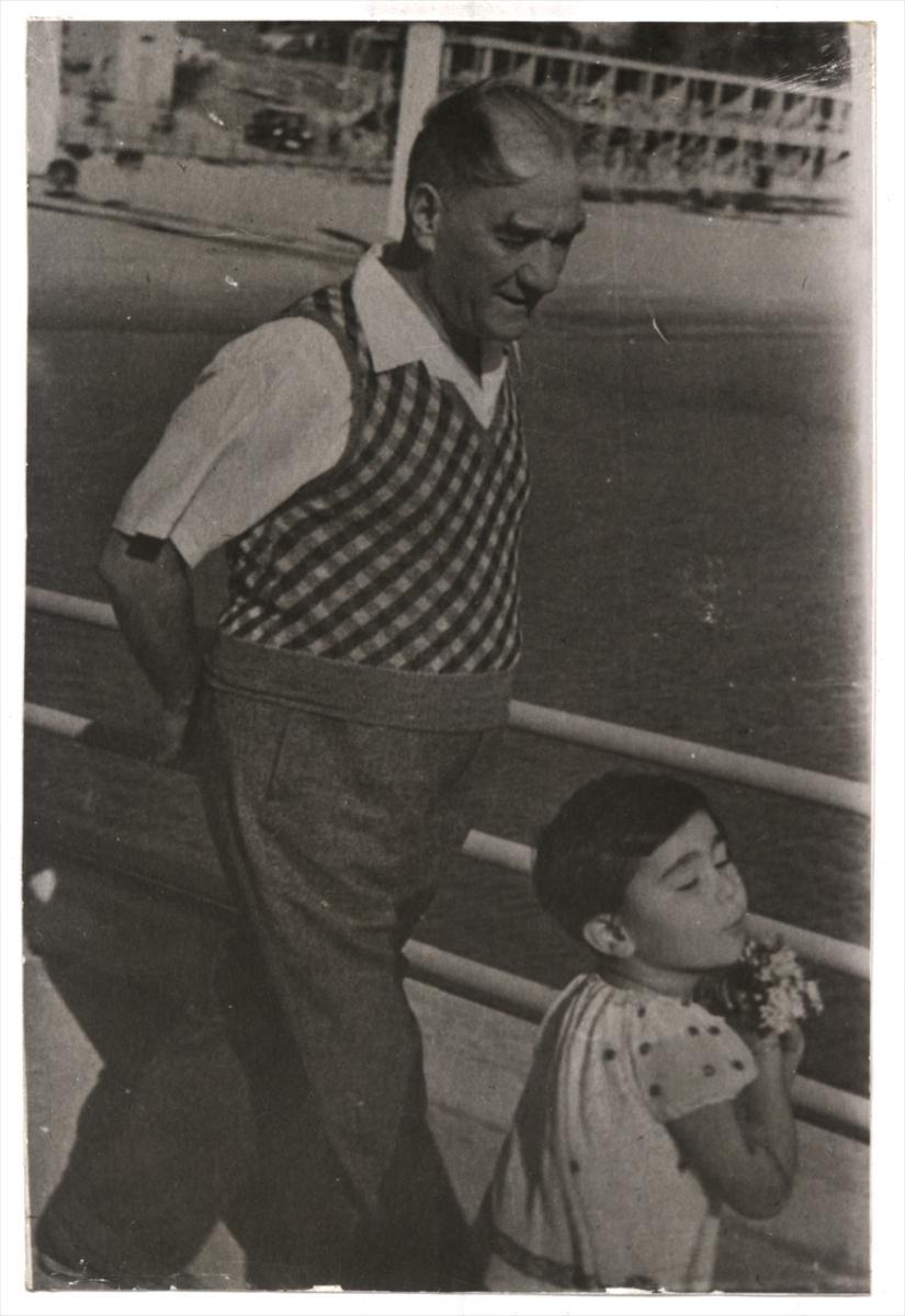 Genelkurmay arşivindeki Atatürk'ün çocuk sevgisi fotoğrafları 16