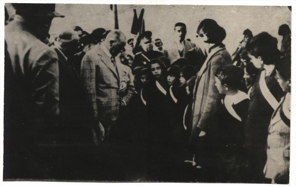 Genelkurmay arşivindeki Atatürk'ün çocuk sevgisi fotoğrafları 3