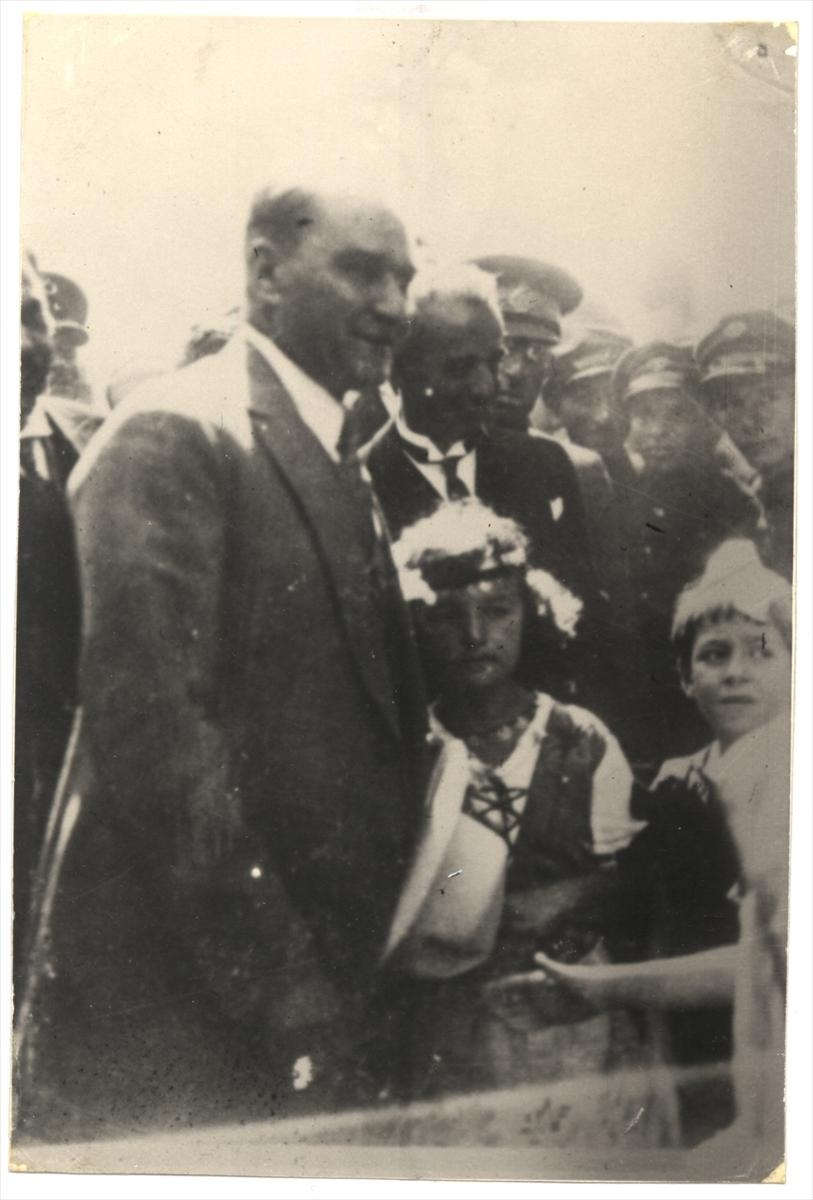 Genelkurmay arşivindeki Atatürk'ün çocuk sevgisi fotoğrafları 4