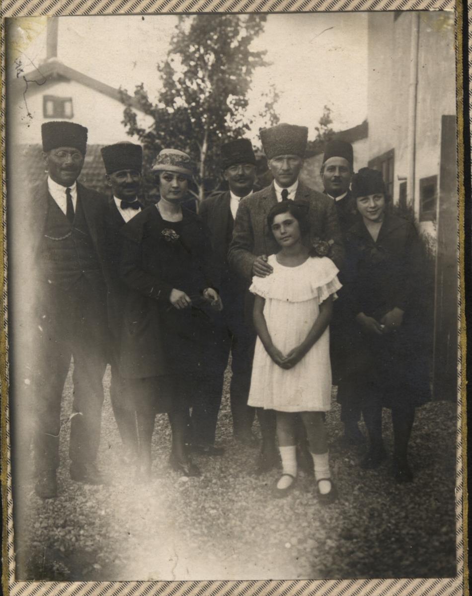 Genelkurmay arşivindeki Atatürk'ün çocuk sevgisi fotoğrafları 6