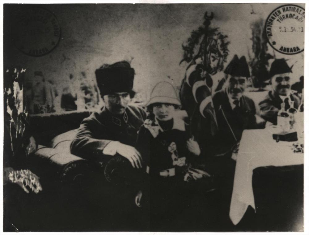 Genelkurmay arşivindeki Atatürk'ün çocuk sevgisi fotoğrafları 8