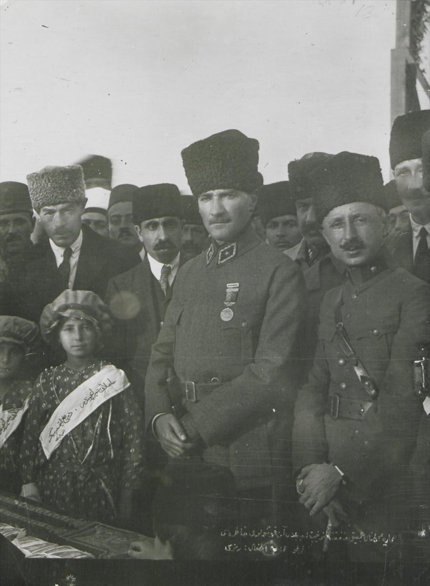 Genelkurmay arşivindeki Atatürk'ün çocuk sevgisi fotoğrafları 9