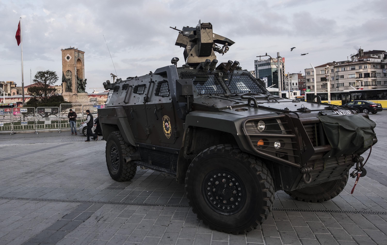 Taksim'de CHP ablukası