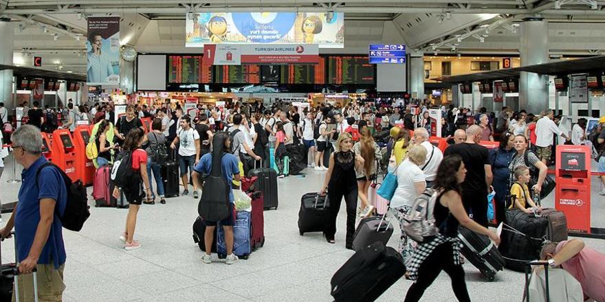 Atatürk Havalimanı'nda bayram yoğunluğu yaşandı
