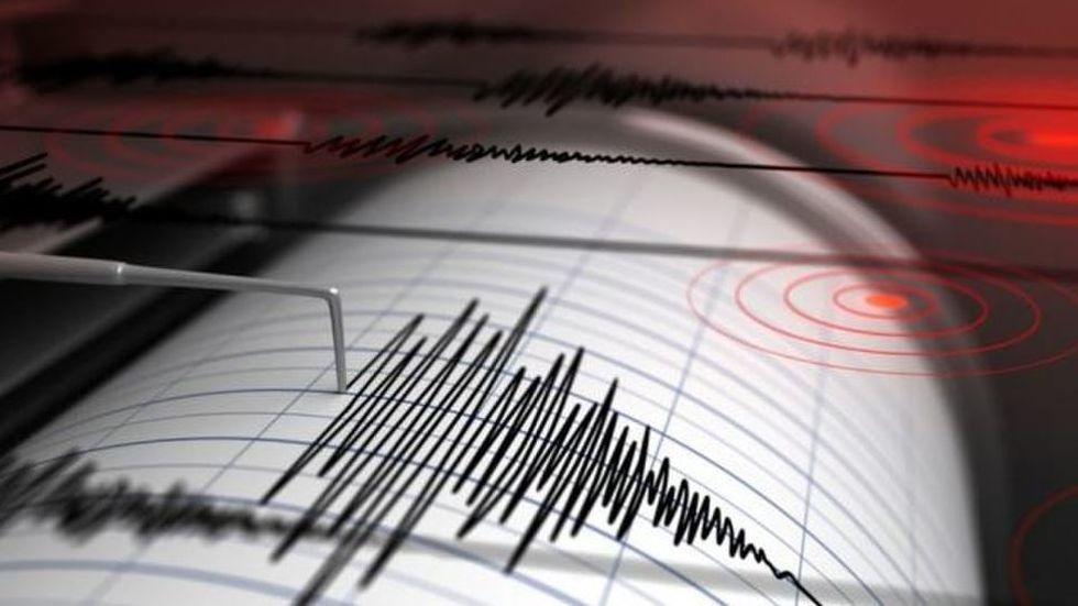 Düzce'de art arda deprem oldu okullar tatil edildi