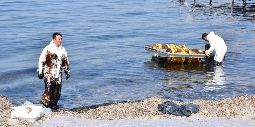 İzmir'deki sızıntı Foça'ya yayıldı