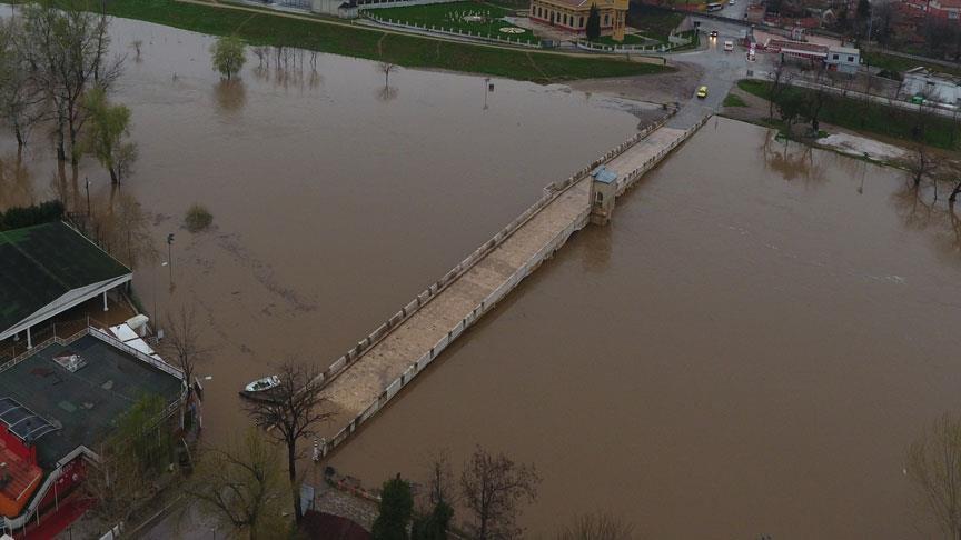 Su seviyesi yükselince Tunca Köprüsü kapatıldı
