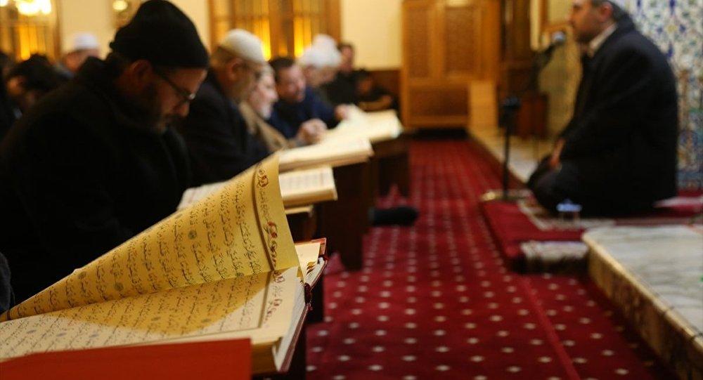 İlahiyatçı Günaydın'dan 'imam hatiplileri deizme yönelten' 100 soru