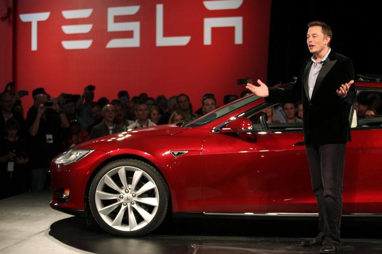 Elon Musk'ın göz bebeği batıyor mu?