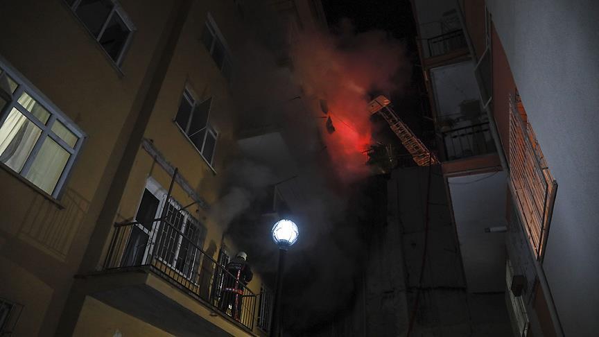 Başkentte 8 katlı binada yangın