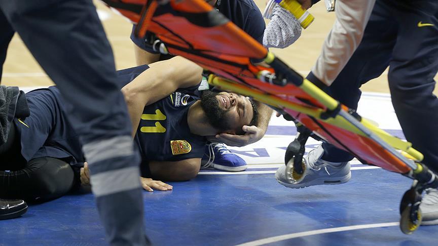 Fenerbahçeli Tyler Ennis'in ayağı kırıldı