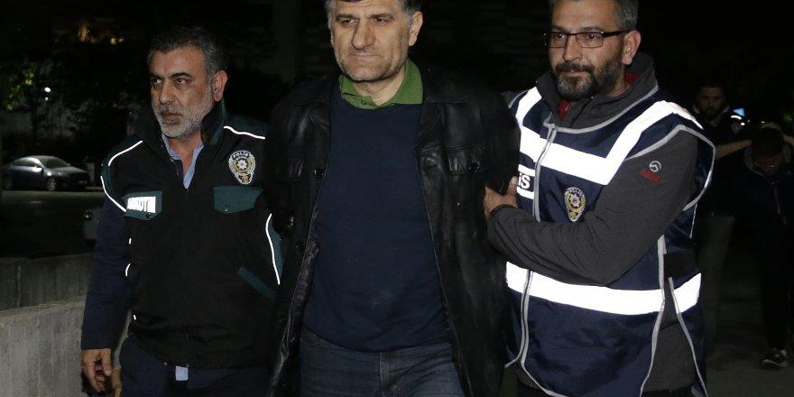 Sınırda yakalanan firari savcı kelepçelenerek Ankara'ya getirildi!