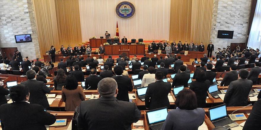 Kırgızistan'da Sapar İsakov hükümeti düştü