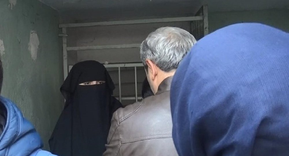 10 Kasım töreninde 'Atatürk ilah değil' diyen kadın gözaltına alındı