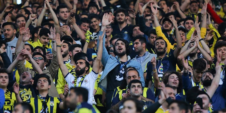 Fenerbahçe-Beşiktaş derbisi olaylar nedeniyle tatil edildi