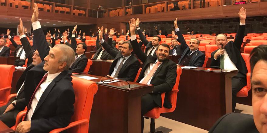 AK Parti milletvekili köşe yazarından adaylara 'ironik' tavsiyeler