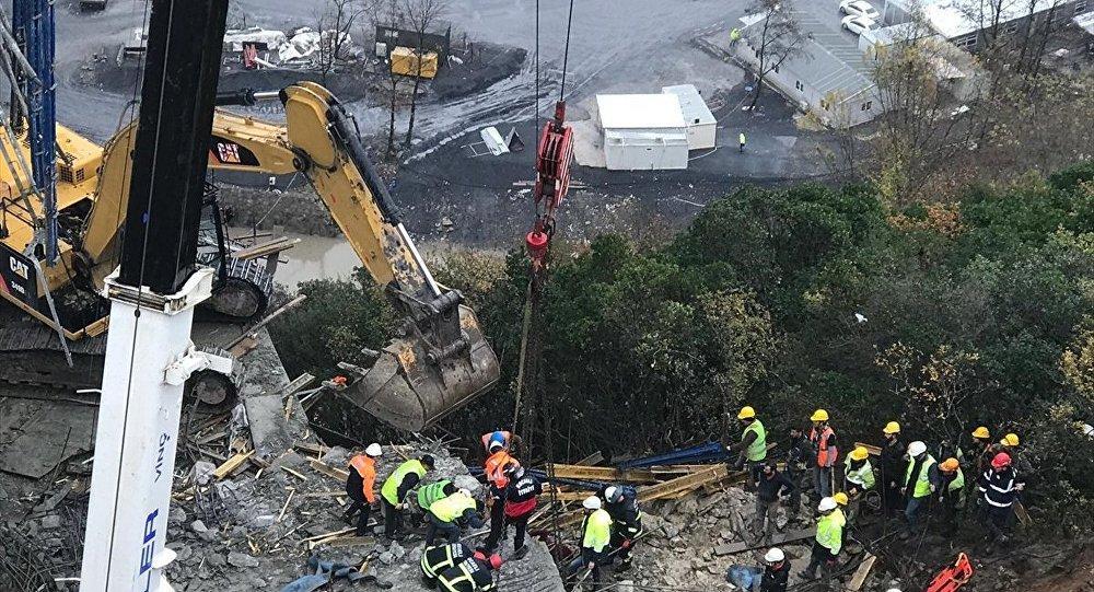 Viyadük inşaatında beton blok işçilerin üzerine düştüa
