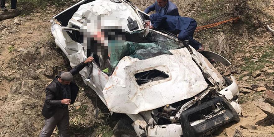 Bitlis'te kamyonet şarampole yuvarlandı: 2 ölü, 3 yaralı