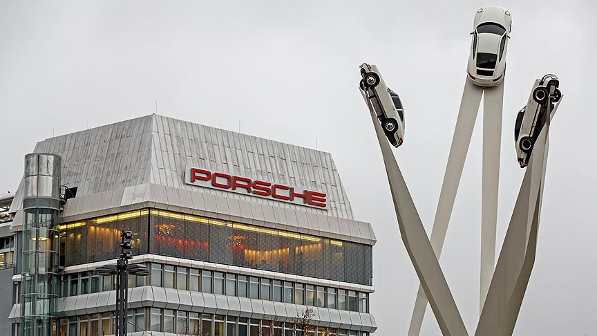 "Otomotiv devi Porsche'de 'dizel gözaltısı' iddiası"""