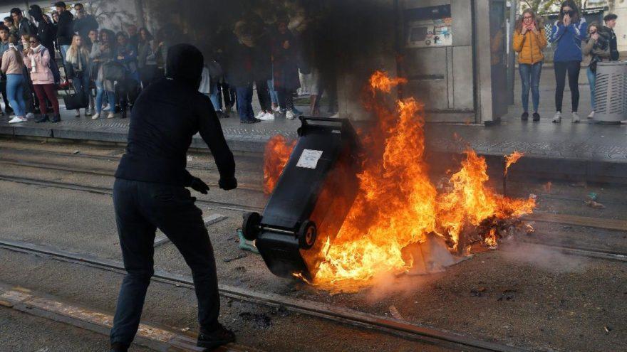 Öğrenciler sokakta, Macron'a güvensizlik oylaması