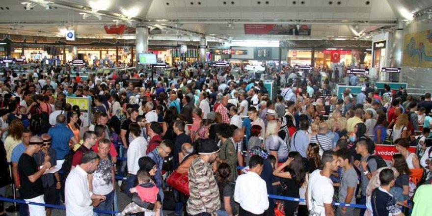 100 binlerce kişi İstanbul'dan ayrılıyor, Sabiha Gökçen'den uyarı geldi!