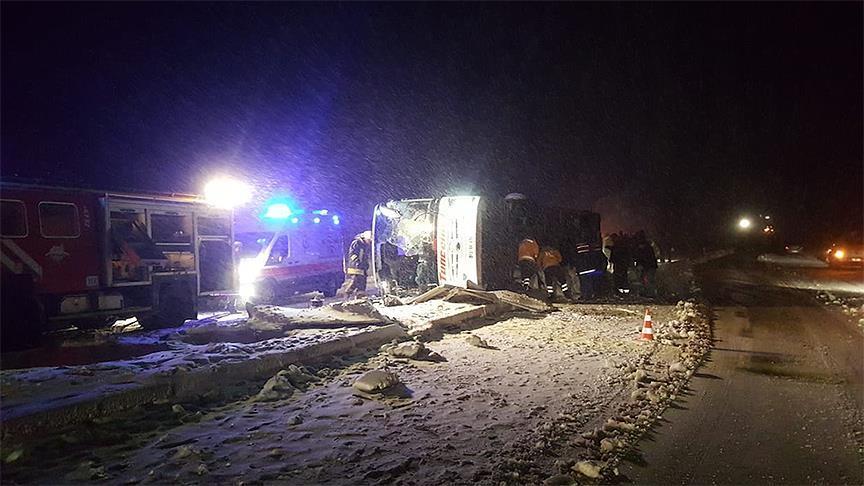 Ankara ve Kırşehir'de yolcu otobüsü devrildi: 3 ölü, 40 yaralı