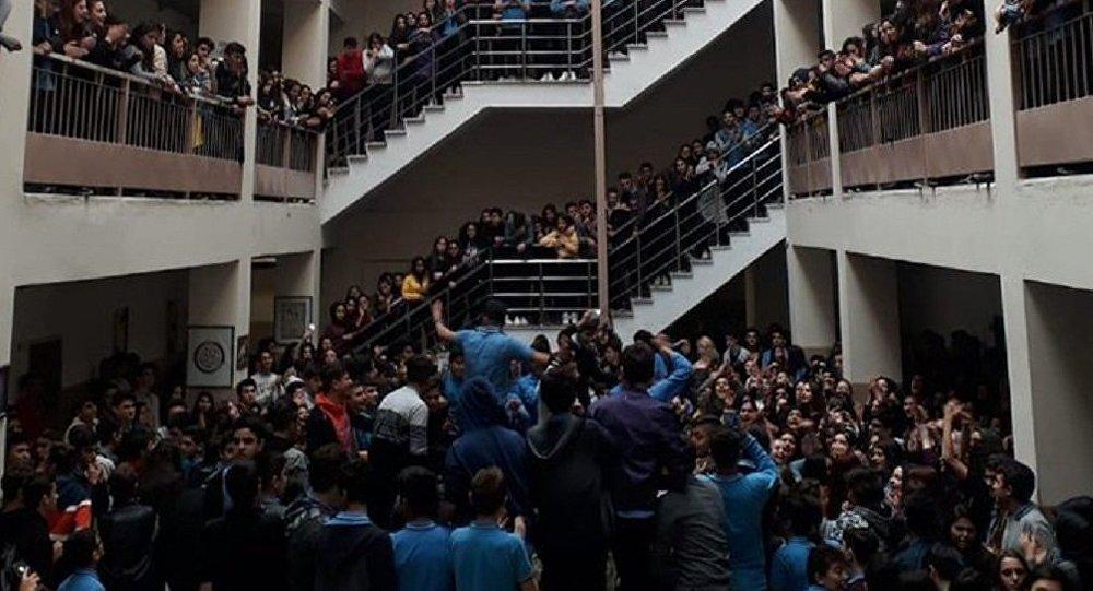 'Tacize tepki gösteren öğrencilere takdir ve teşekkür belgeleri verilmedi'