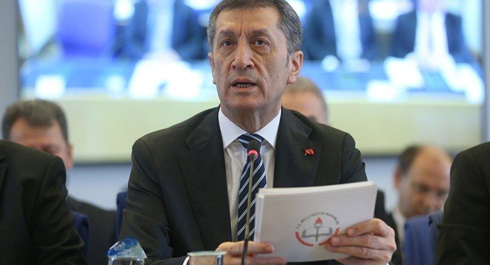 Milli Eğitim Bakanı Selçuk: Eğitimde ders sayısı yarı yarıya düşebilir