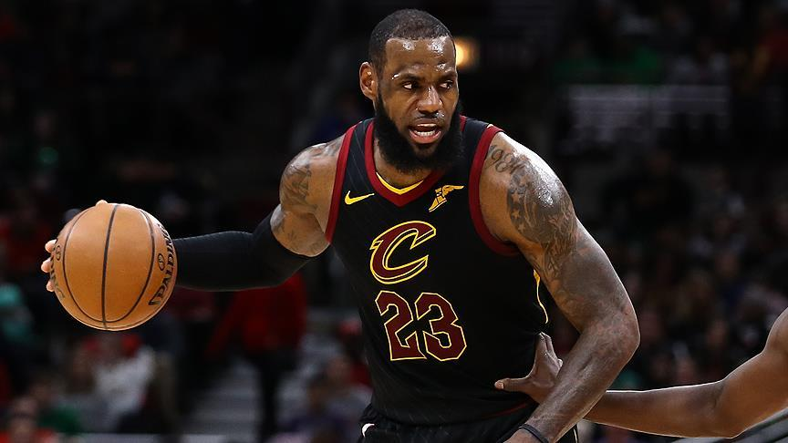 LeBron James Jordan'ı yakaladı