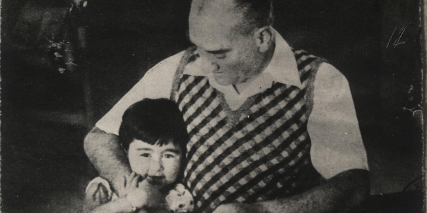 Genelkurmay arşivinden Atatürk'ün çocuk sevgisi fotoğrafları