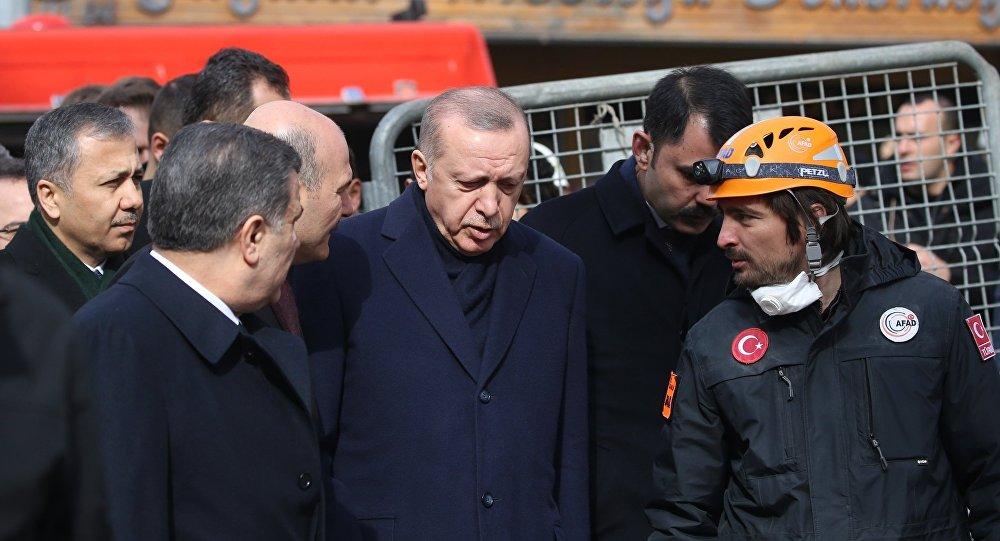 Cumhurbaşkanı Erdoğan Kartal'daki enkaz alanında: Buradan almamız gereken dersler var