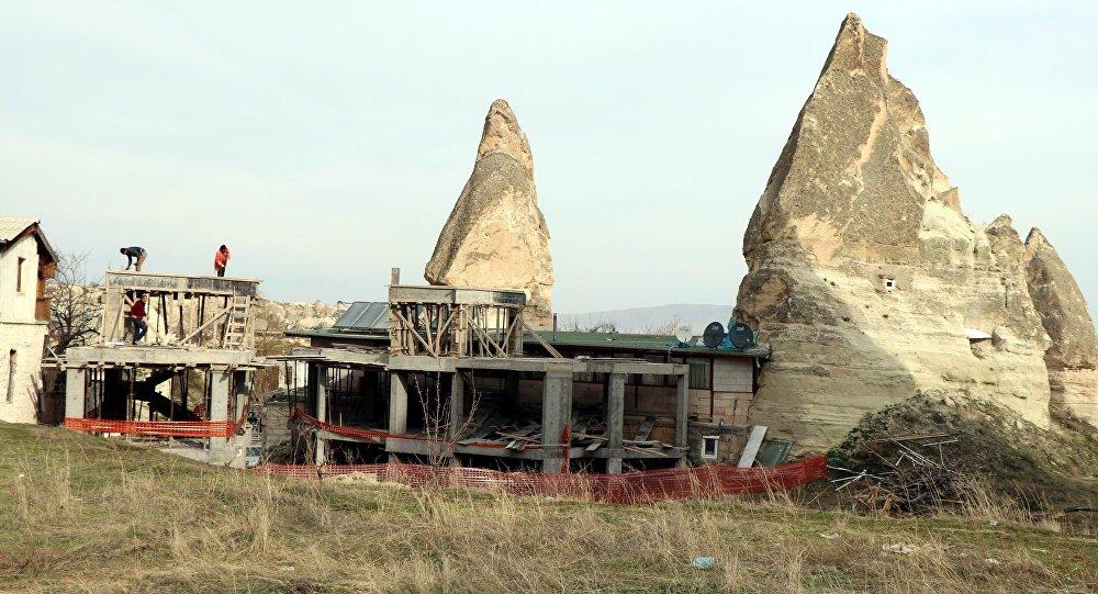 Peribacalarındaki otel inşaatı 1998'de bakanlık kurullarından onaylanmış