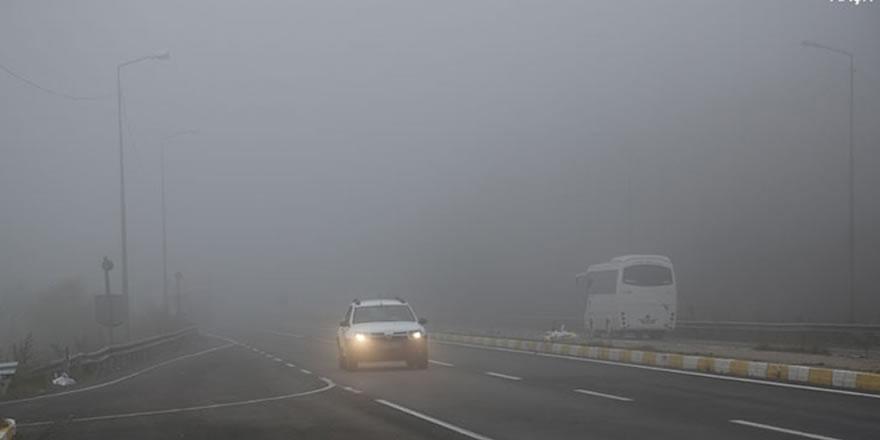 Bolu dağındaki sis sürücülere zor anlar yaşatıyor