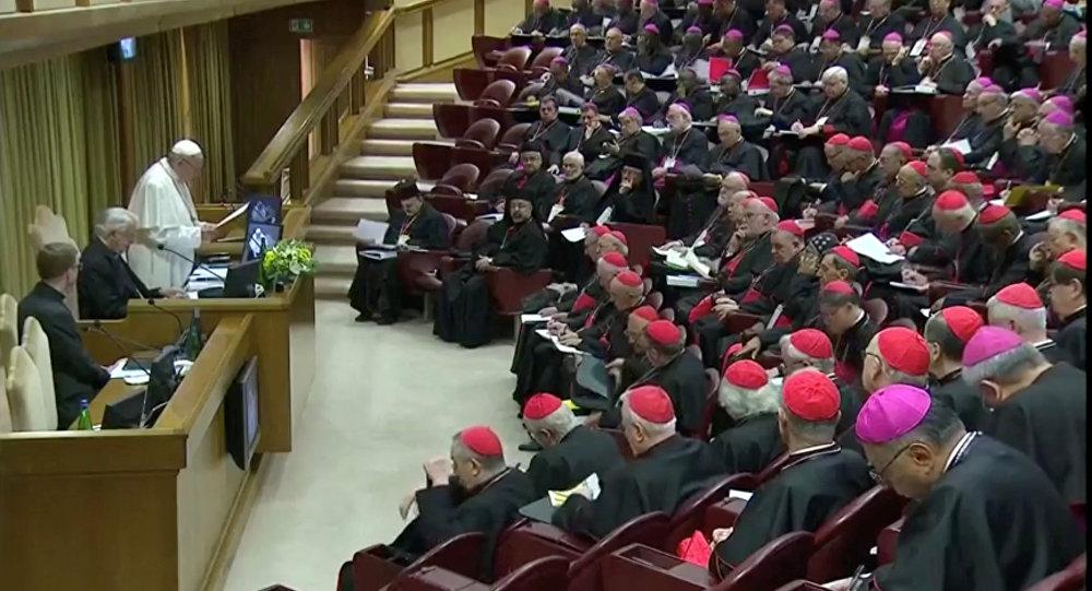 Papa çocuk tacizini önleme zirvesini açtı