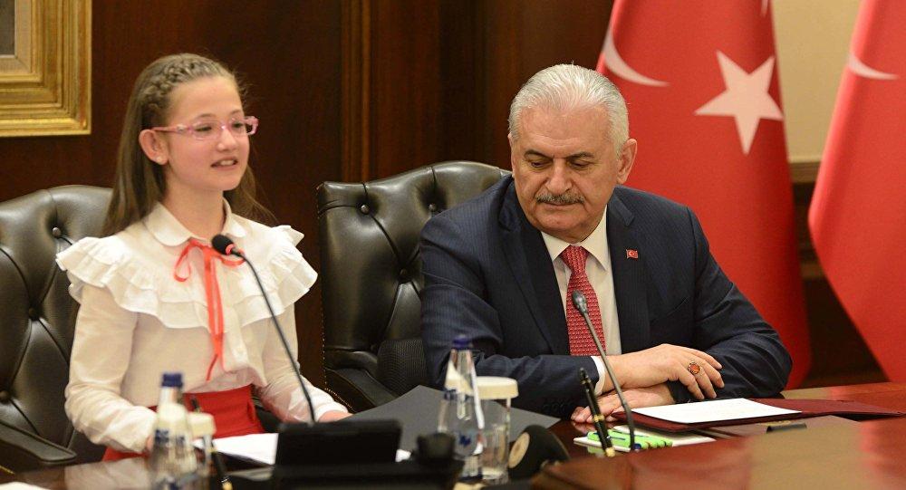 Yıldırım'ın koltuğuna oturan öğrenci: Atatürk bu milleti bize emanet etti, halk en doğru olanı seçecektir