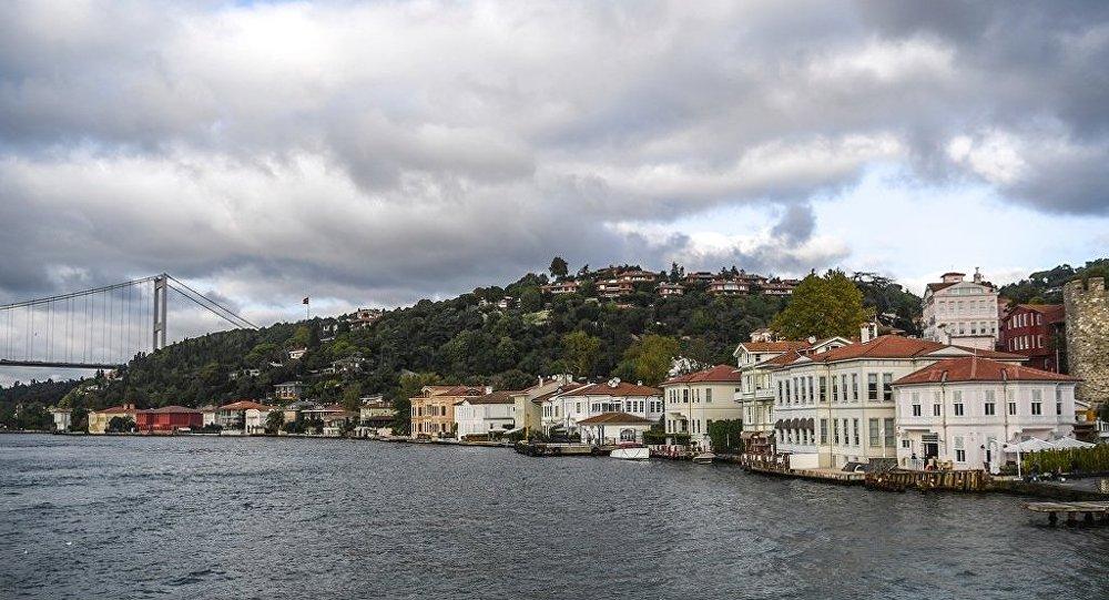 Telegraph gazetesi İstanbul Boğazı'nı 'nehir' yaptı