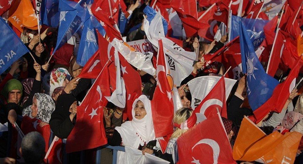'AK Parti'nin oyları eriyor, sorumlusu ben ve arkadaşlarım değil' dedi, istifa etti