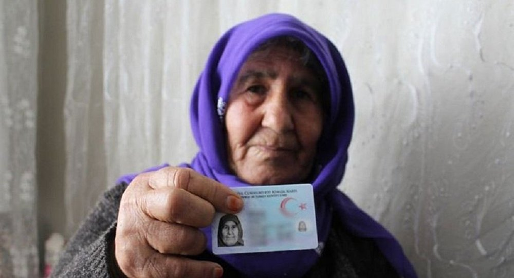 Gaziantep'te yaşlı kadın 68 yıl sonra kimliğine kavuştu
