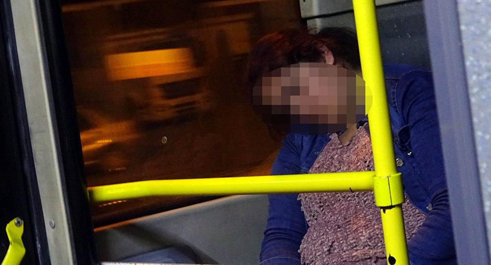 Baba şiddetinden kaçan genç kadın 5 aydır metrobüste kalıyor