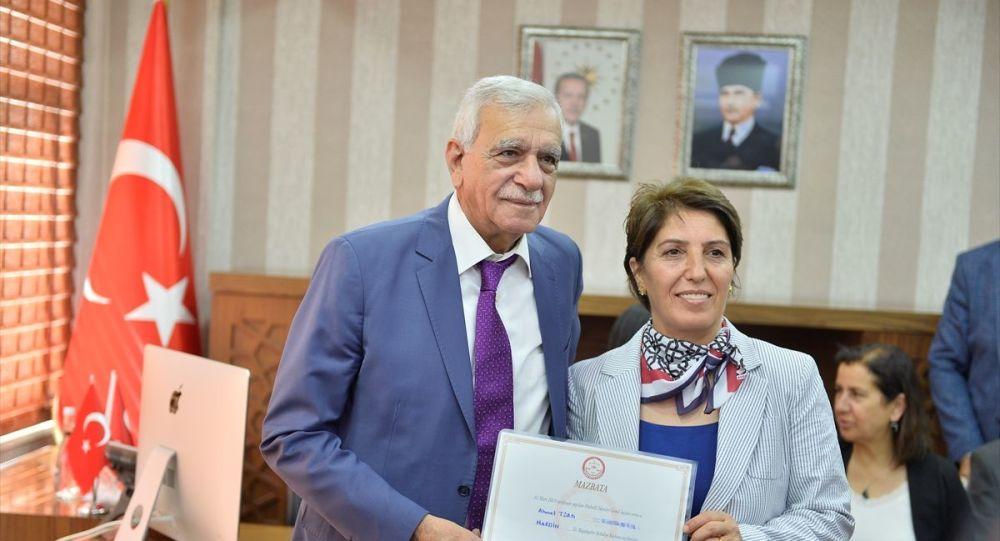 Mardin Büyükşehir Belediye Başkanı Türk mazbatasını aldı