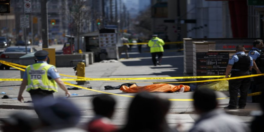 Kanada'da şok saldırı! Minibüs yayaların arasına daldı çok sayıda ölü ve yaralı var!