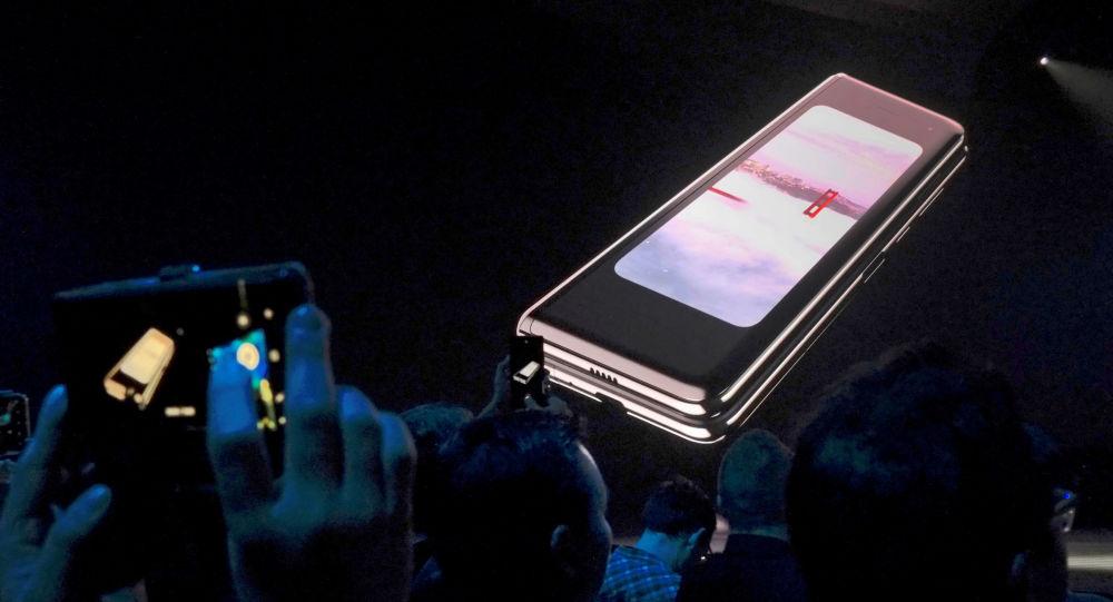 Samsung'un katlanabilir ekranlı telefonu arıza verdi