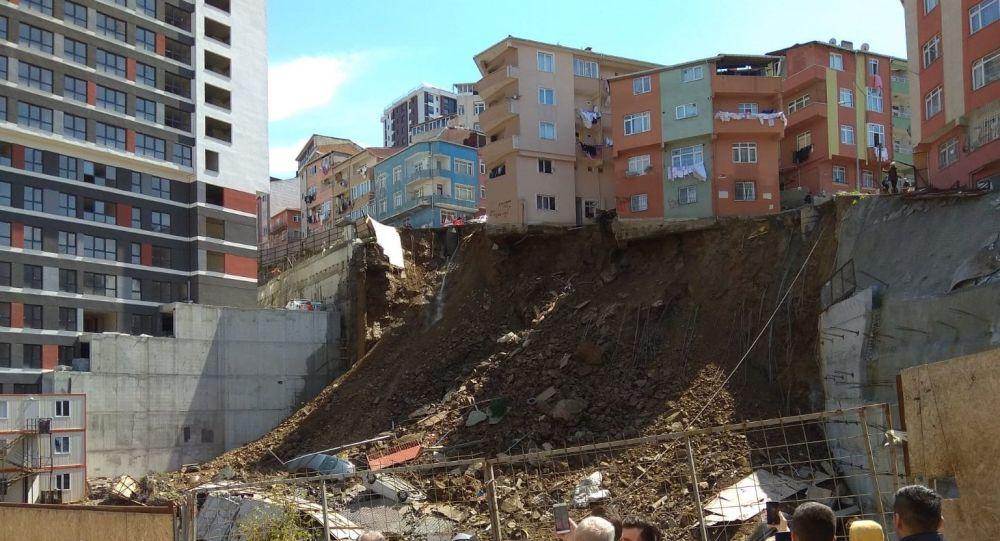 İstanbul Kağıthane'de 4 katlı bir bina çöktü