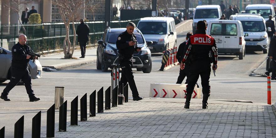 Polis memuru, yakalanan silahları şubeden kaçırıp satmış