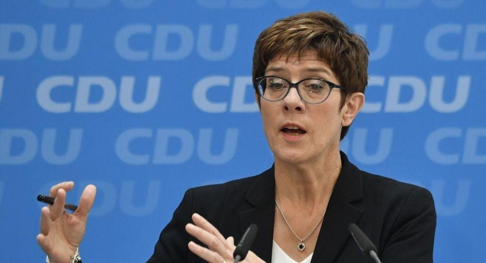 Almanya'nın yeni savunma bakanı Kramp-Karrenbauer