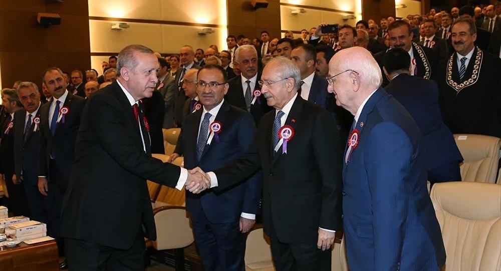 Erdoğan ve Kılıçdaroğlu'ndan Meclis'teki gerginlik sonrası ilk tokalaşma