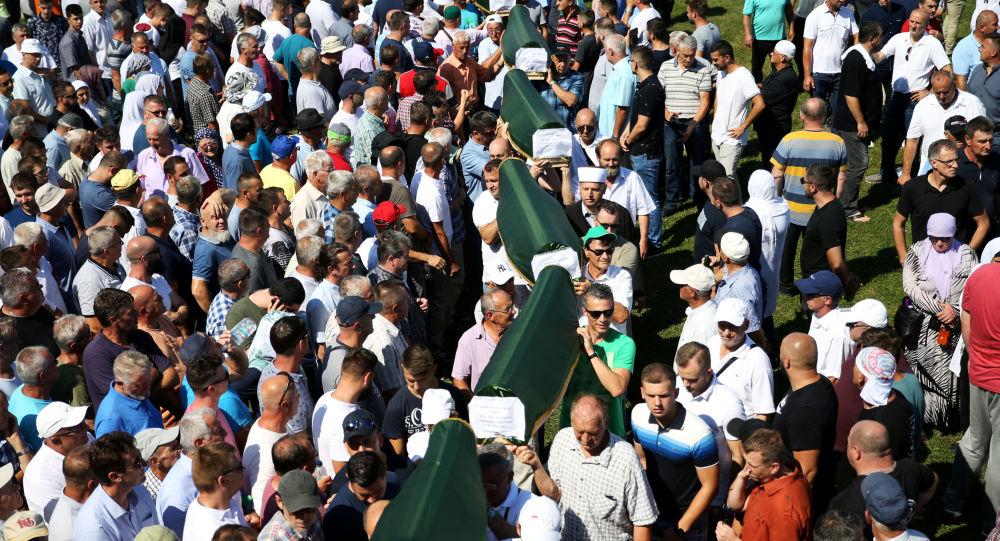 Bosna Savaşı'nın 86 kurbanı daha yıllar sonra toprağa verildi